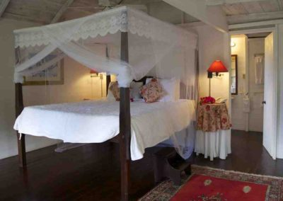 four poster bed with netting